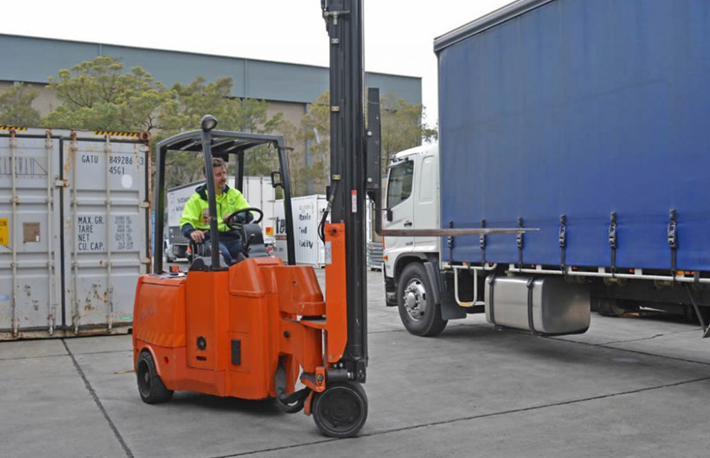 Articulated Forklift - Outside